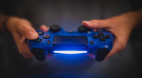 PlayStation 4 czy Xbox One? Którą konsolę wybrać?